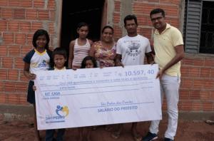 Prefeito Maranhense abre mão de Salário para construção de casas populares